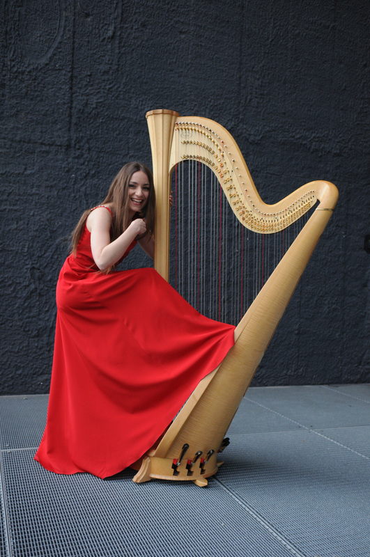 Ivana Bilisko at the harp