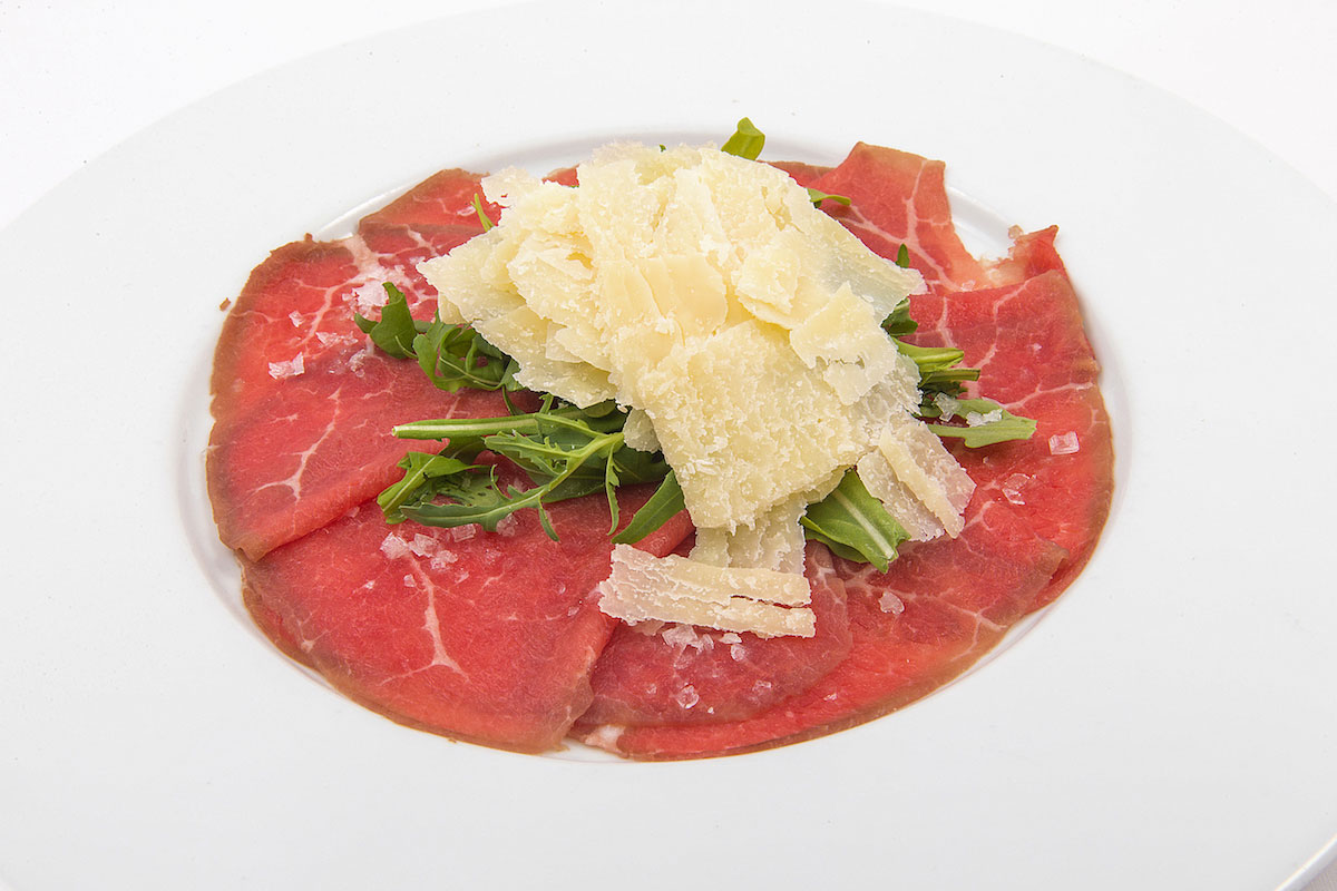 Beef carpaccio with rocket, parmesan and citronette