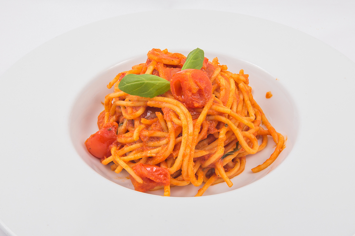 * Spaghetti with tomato and basil sauce